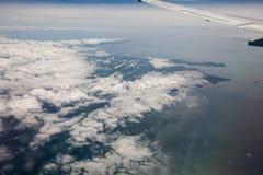 Vista del cielo dalla finestra dell'aeroplano Fotografie Stock Libere da Diritti