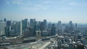 Vista del cielo della città di Osaka dalla costruzione del cielo di umeda video d archivio