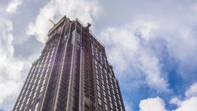 Vista del cielo delle nuvole e del grattacielo Fotografia Stock Libera da Diritti