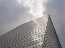 Vista del cielo e del grattacielo Immagine Stock
