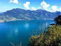 Vista del cielo sopra il lago Lucerna fotografia stock libera da diritti