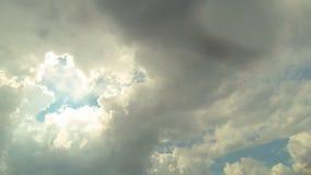Vista del cielo y de las nubes almacen de video