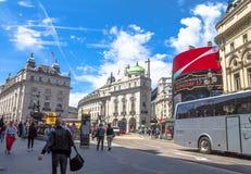 Vista del circo de Piccadilly en Londres Foto de archivo libre de regalías