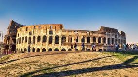 Vista del Colosseum adyacente vía a Dei Fori Imperiali en un su Imagen de archivo