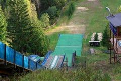 Vista del complejo internacional del salto de esquí imagen de archivo