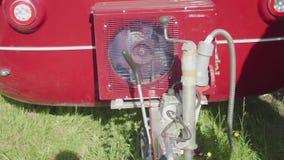 Vista del compresor de trabajo del acondicionador de aire del remolque auto metrajes