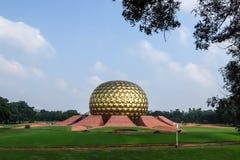 Vista del corridoio di meditazione di Auroville fotografia stock