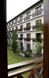 Vista del cortile di un hotel Immagine Stock