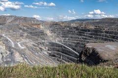 Vista del cráter del hoyo del top Fotos de archivo libres de regalías