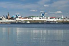 Vista del Cremlino di Kazan dal fiume di Kazanka, Repubblica di Tatarstan immagini stock libere da diritti