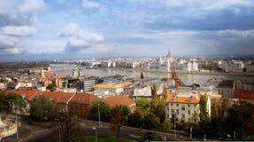 Vista del Danubio, Budapest, Parlamento, Ungheria fotografie stock