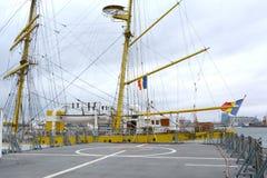 Vista del ` de Mircea del ` de Marine Ship-School en el puerto de Constanta en el Mar Negro Foto de archivo