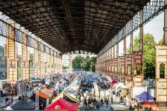 Vista del desfile de la comida de la calle en el parque de Dora del parco, Turín, Italia Foto de archivo