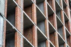 Vista del dettaglio del primo piano di nuovo lavoro residenziale moderno del sito della costruzione di edifici della casa in cost Fotografia Stock Libera da Diritti