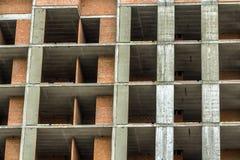 Vista del dettaglio del primo piano di nuovo lavoro residenziale moderno del sito della costruzione di edifici della casa in cost Immagine Stock Libera da Diritti