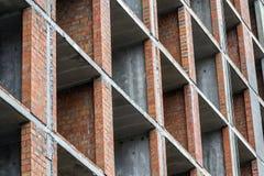 Vista del dettaglio del primo piano di nuovo lavoro residenziale moderno del sito della costruzione di edifici della casa in cost Fotografie Stock