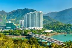 Vista del distrito de Tung Chung de Hong Kong en la isla de Lantau foto de archivo libre de regalías
