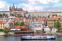 Vista del distrito del castillo en Praga Imagen de archivo