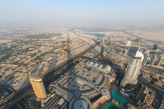 Vista del Dubai al tramonto dal Burj Khalifa Fotografie Stock