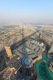 Vista del Dubai al tramonto dal Burj Khalifa Fotografia Stock