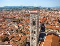 Vista del Duomo en el centro histórico de Florencia Imagen de archivo libre de regalías