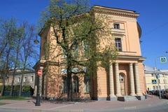 vista del edificio con las columnas imágenes de archivo libres de regalías