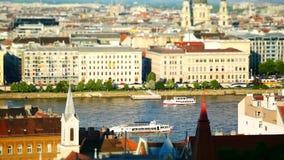 Vista del edificio del río Danubio y del parlamento, Budapest, Hungría almacen de video