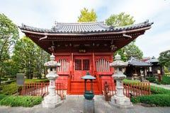 Vista del edificio en el territorio del templo, Tokio, Japón Copie el espacio para el texto Fotografía de archivo