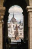 Vista del edificio húngaro del parlamento imagen de archivo libre de regalías