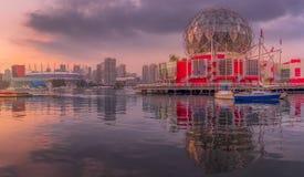 Vista del edificio moderno en Vancouver imagenes de archivo