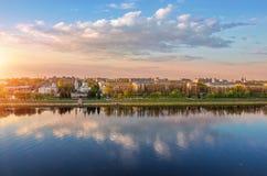Vista del embakment en Tver imagenes de archivo