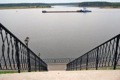Vista del emnankment in Myškin, Russia del fiume Volga Fotografie Stock Libere da Diritti