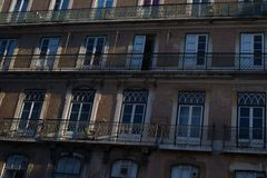Vista del façade della costruzione del od a Lisbona fotografia stock libera da diritti