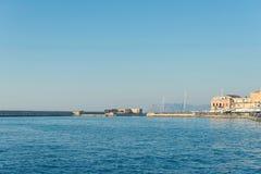vista del faro de la antigüedad en el puerto veneciano viejo de Chania Isla de Crete Grecia fotografía de archivo libre de regalías