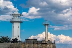 Vista del faro de Yalta del mar Fotografía de archivo libre de regalías