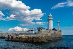 Vista del faro de Yalta del mar Imagen de archivo