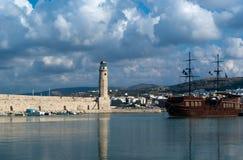 Vista del faro en el puerto de Rethymnon Imágenes de archivo libres de regalías