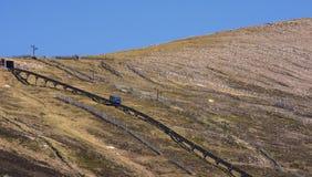 Vista del ferrocarril funicular en la montaña de Cairngorm Fotos de archivo libres de regalías