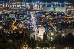 Vista del festivo decorato per la celebrazione del Natale la città dal monte Carmelo a Haifa in Israele Fotografia Stock