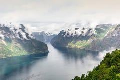 Vista del fiordo de Aurland en Noruega - 3 Fotos de archivo