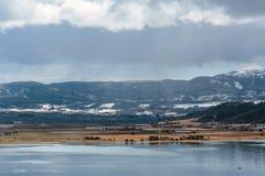 Vista del fiordo y de la playa Øysanden de Strondheim Fotos de archivo
