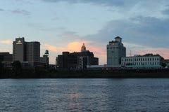 Vista del fiume della città fotografia stock