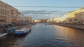 Vista del fiume di Fontanka dal ponte di Anichkov sulla prospettiva di Nevsky archivi video