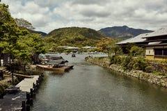 Vista del fiume di Hozu in Arashiyama immagini stock libere da diritti