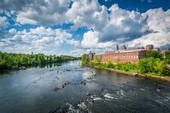 Vista del fiume di Merrimack, a Manchester del centro, nuovo Hampshi fotografie stock