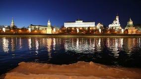 Vista del fiume di Moskva e del Cremlino alla notte, Mosca, Russia--la vista più popolare di Mosca archivi video