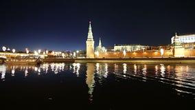 Vista del fiume di Moskva e del Cremlino alla notte, Mosca, Russia--la vista più popolare di Mosca video d archivio