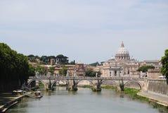 Vista del fiume di Tiber e della st Peter fotografia stock