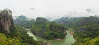 Vista del fiume e delle montagne Immagini Stock Libere da Diritti