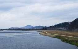 Vista del fiume e delle montagne coreani Fotografia Stock